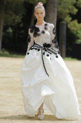 Bonito vestido con falda con volumen de Yolancris para la próxima primavera