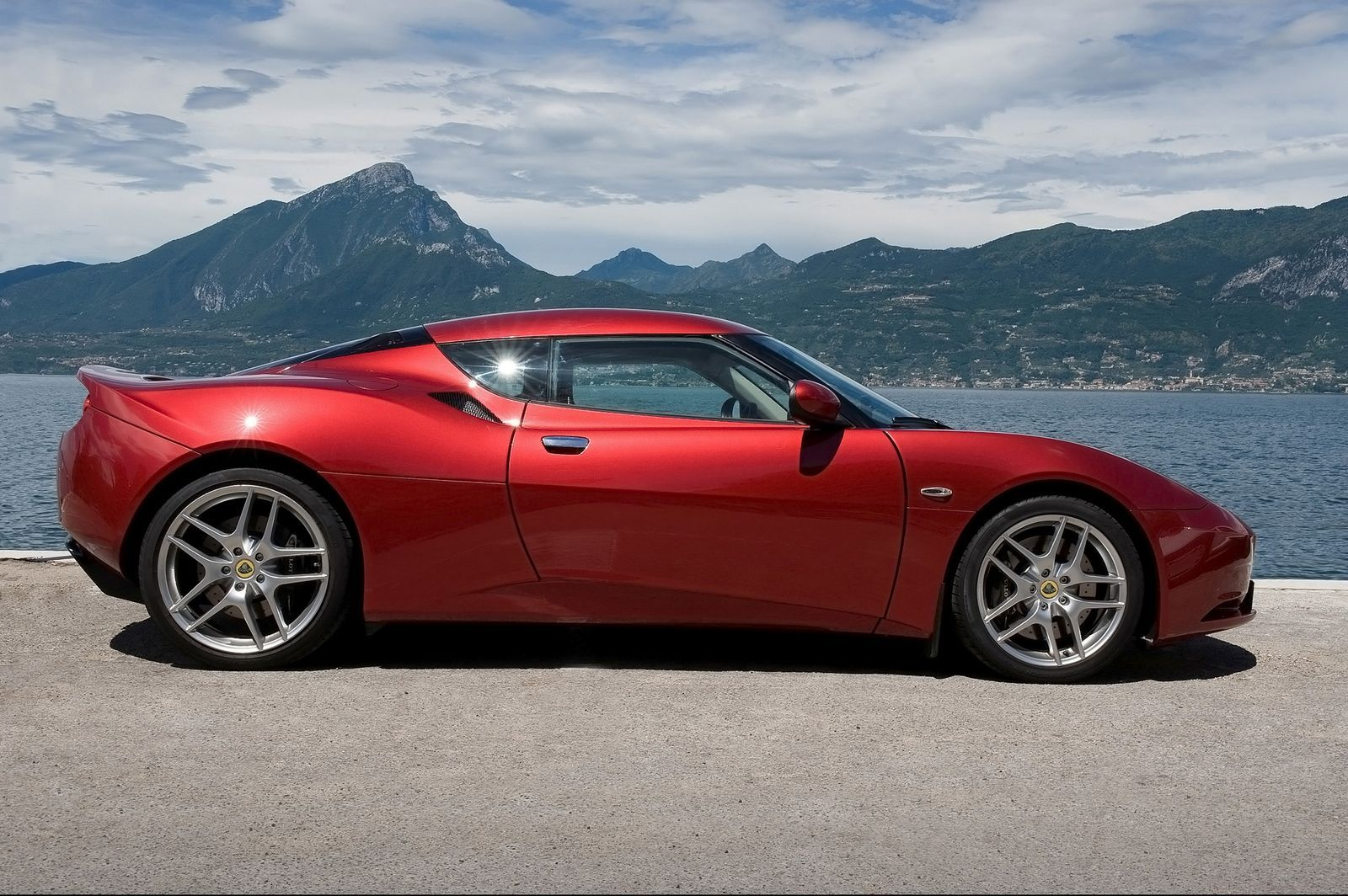 2011 lotus evora the man who designs lotus must also be a rh pinterest com