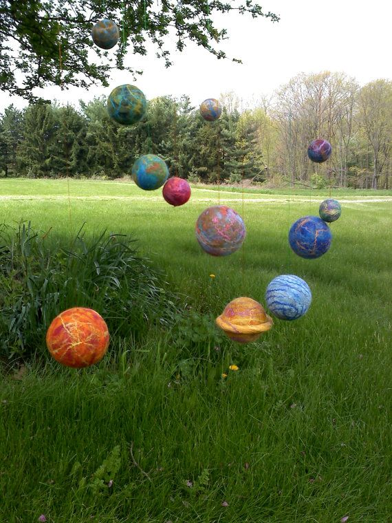 The Mobile Solar System Planet Set  12 Felt balls by TaraTaraTara, $82.50~ I want to get these for the library! ...exactly what I was thinking!