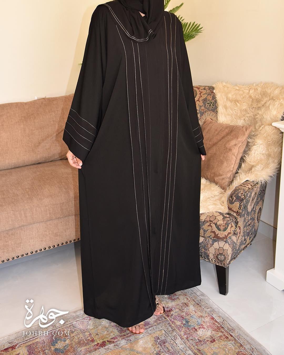 عباءة بقماش بيج بلاك بيري الذي يزينها الخياطة بلون بيج يحدد شرائح الشيفون في أطراف العباءة الأمامية كما تأتي في الخل Fashion Cold Shoulder Dress Shoulder Dress