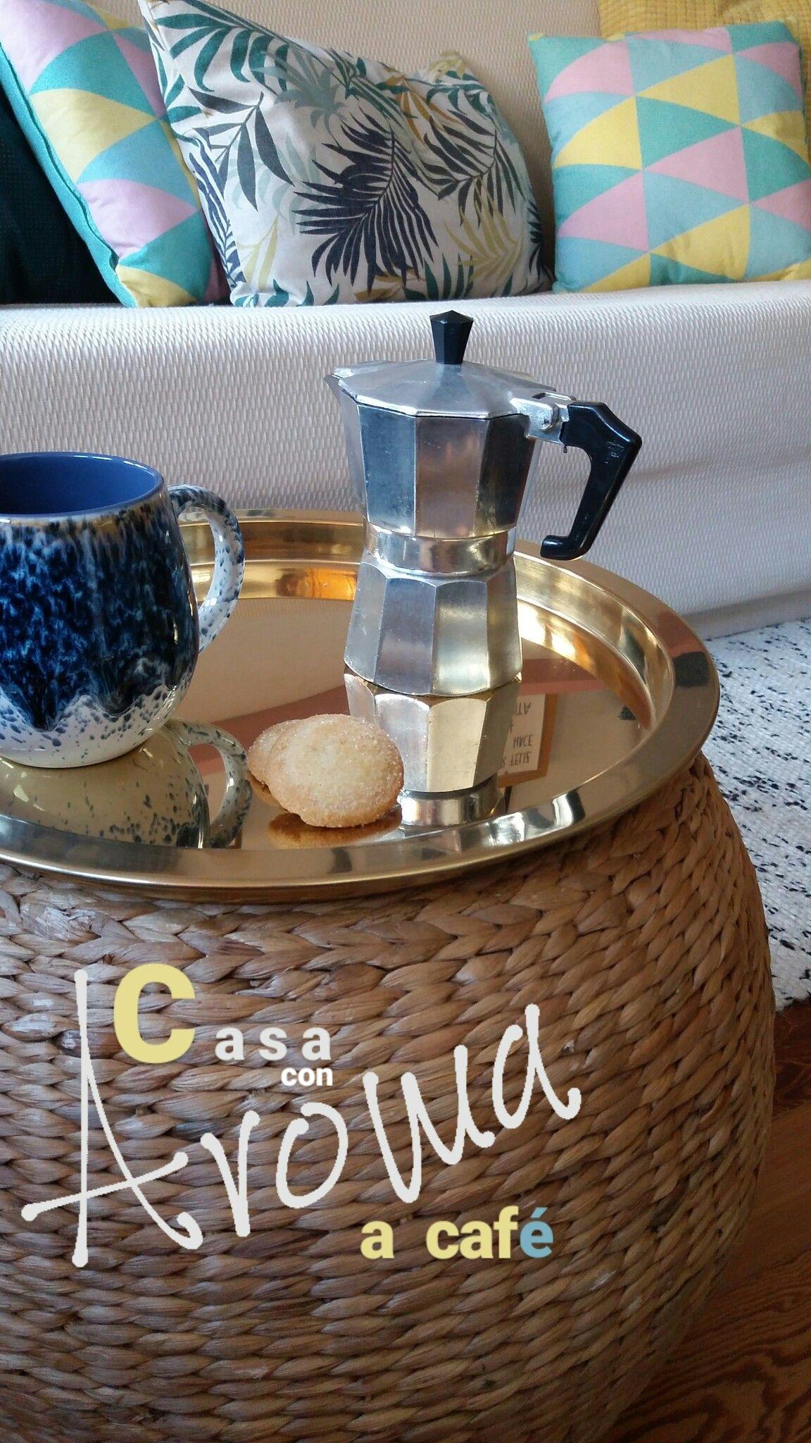Sweet home! Aroma a café en casa. Creando un nuevo hogar con pequeños detalles de decoración. Puf de mimbre, bandeja de metal, estampados geométricos y tropicales. textil madera. Diseño interior, mixprint, cute, nice, cuqui, interiorismo, design, café