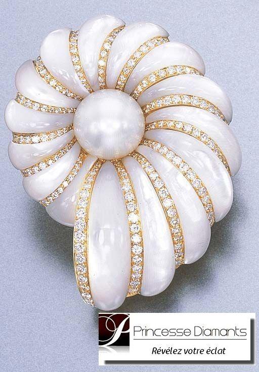 Bague femme or blanc 18 carats Princesse Diamants http://www.princessediamants.com/categorie-bagues-femme-or-diamants-22.htm #BagueFemmeOrBlanc #BagueFemmeOrJaune #BagueFemmeOr18Carats #BagueFemmeOrBlancPasCher #BagueFemmeOrJaunePasCher #BagueFemmeOrBlancEtSaphir #BagueFemmeOrBlancEtRubis #BagueFemmeOrBlancEtEmeraude #BagueFemmeOrBlancDeFiançailles #BagueFemmeOrBlancPrincesseDiamants