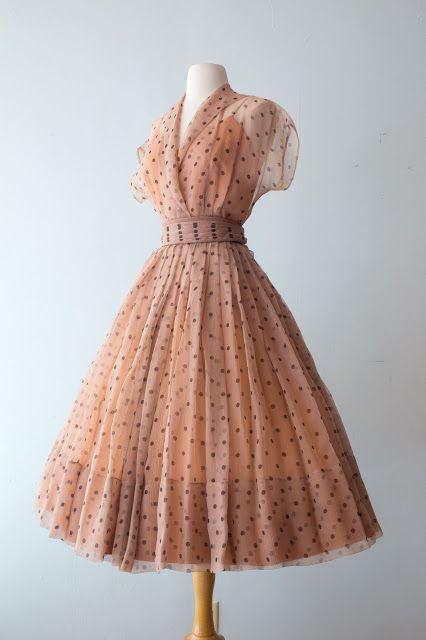 50er Jahre Chiffon Polka Dot Kleid #vintagedresses