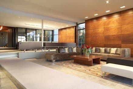 Neutrale Töne decken die weite dieser modernen Wohnzimmer. Foto von ...