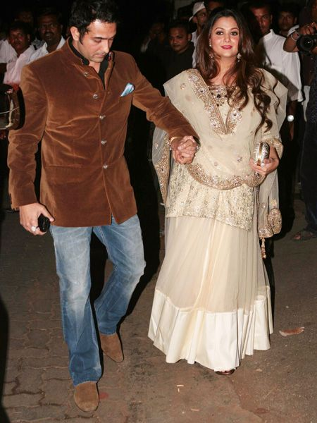Bollywood celebrities who flaunted their baby bumps with ...