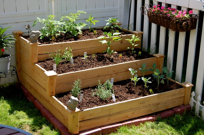 Small yard garden; raised garden bed; gigiskitchenblog.com ...