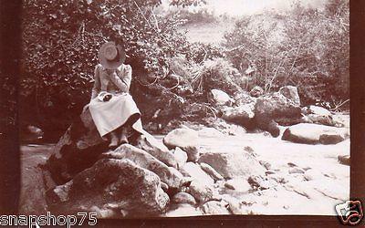 AP455 Photo vintage anonyme montagne Pyrénées Pirineos femme mode vers 1900