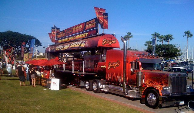 The worlds largest outlaw grill - massive BBQ Truck ...