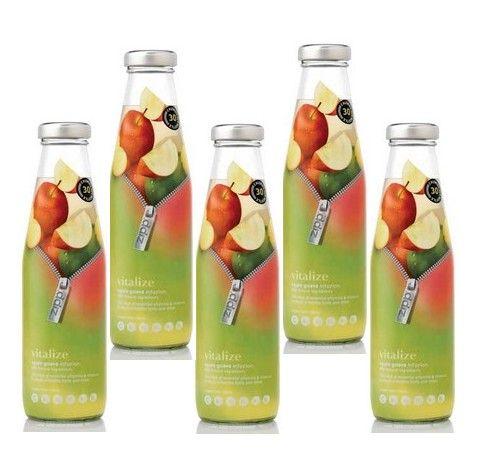 Composants: Le contenant est classique : une bouteille. Le système de bouchage est une capsule qui est facile d'usage pour l'ouverture et la fermeture. Le décor est centré sur l'essentiel : le consommateur a l'impression d'ouvrir la bouteille en la « dézippant » et se laisse tenter par la gourmandise. Les fruits sont bien mis en avant par la présence des couleurs qui sont homogène et en accord avec le fruit en question. On trouve très peu de texte ce qui rend l'ensemble esthétique.