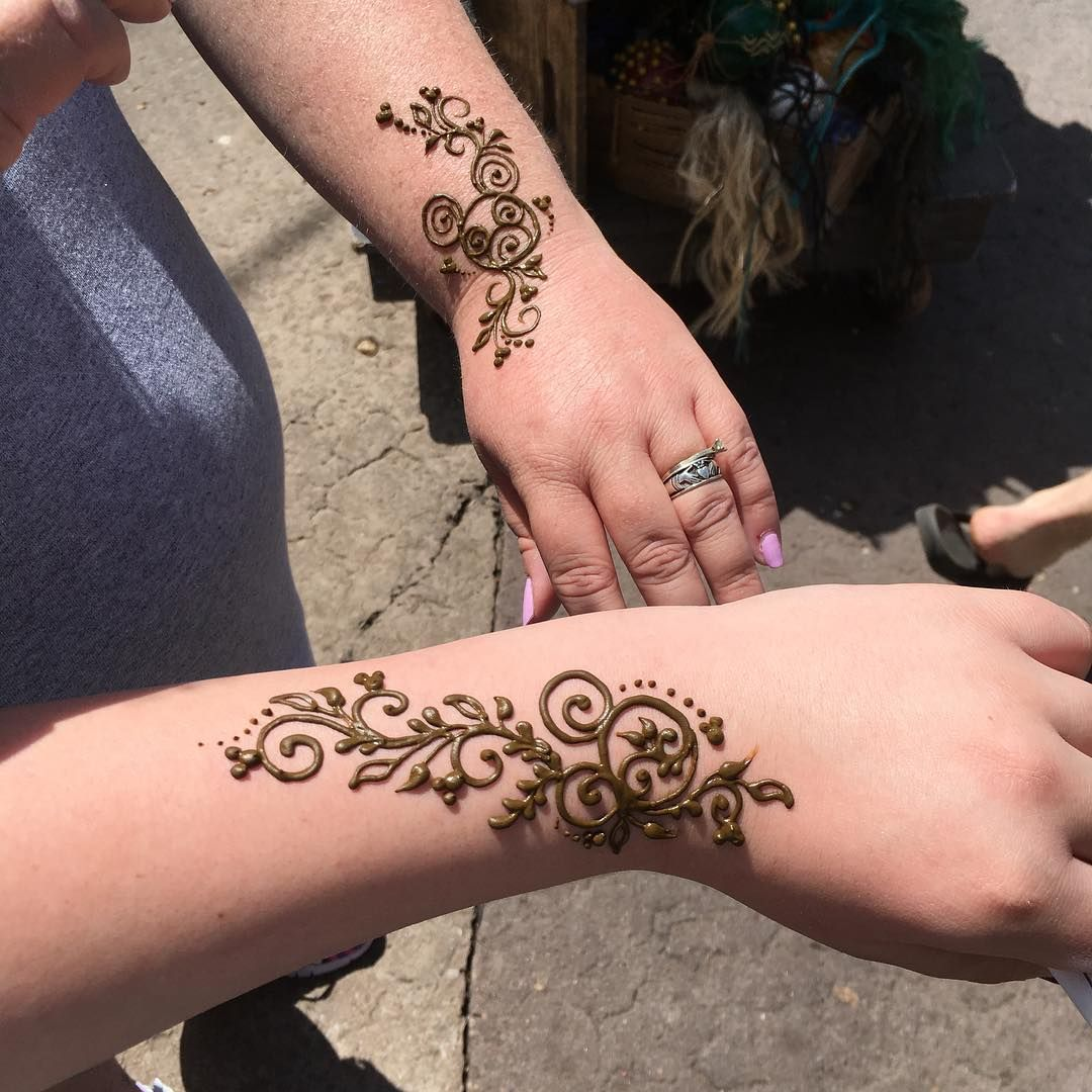 Me An Lilmztazz For Matching Hennatattoos In Africa Follow Disneyteen Life For More H Disney Henna Henna Tattoo Designs Hidden Mickey Tattoo