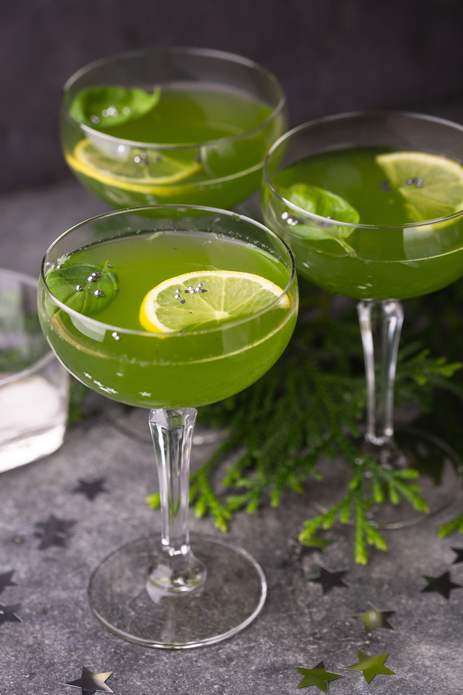 Basil Lemonade عصير الليمون والريحان Basil Lemonade Juicing Lemons Basil
