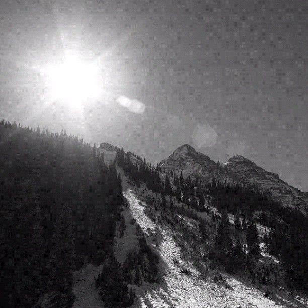 Honeymoon Destinations Rocky Mountains: Aspen Sun #aspen #colorado #winter