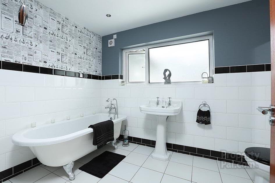 Bangor castle park toilets