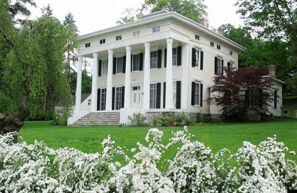 Rescuing A Classic Greek Revival From The 1830s Hooked On Houses In 2020 Greek Revival Old Houses Old Houses For Sale