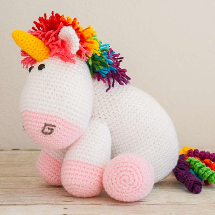 http://wixxl.com/cuddle-rainbow-unicorn-pattern/ Fluffy and cuddly ...
