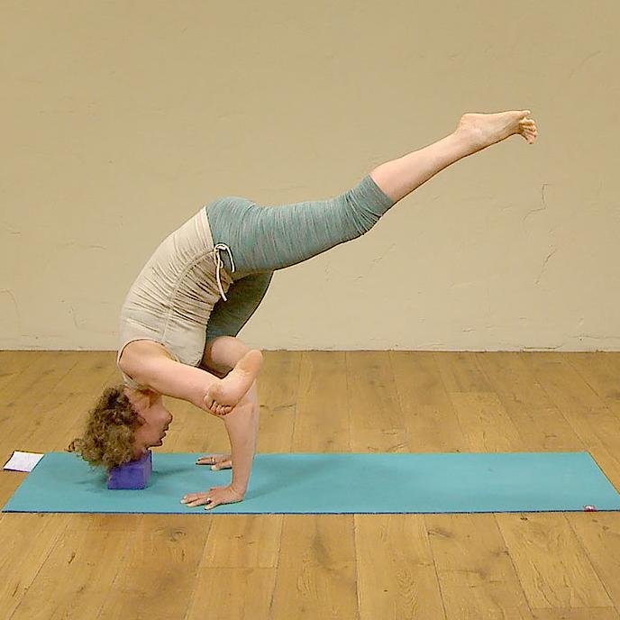 Flying Crow Pose   Crow pose, Yoga arm balance, Poses