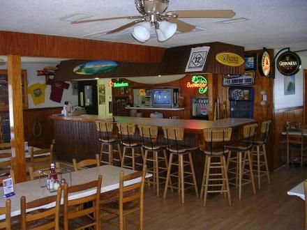 Lisa S Pizza In Rodanthe Nc Bar Dining Room