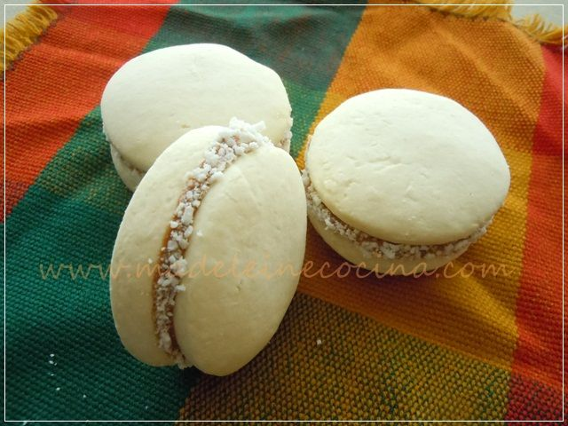 Alfajores de maicena by adytoto, via Flickr