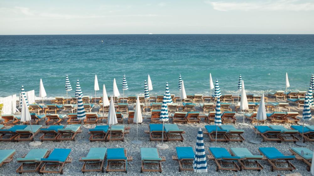 Hotel Amour A La Plage A Nice Reserver Un Hotel Restaurant Promenade Des Anglais En 2020 Promenade Des Anglais Hotel Amour Saint Tropez