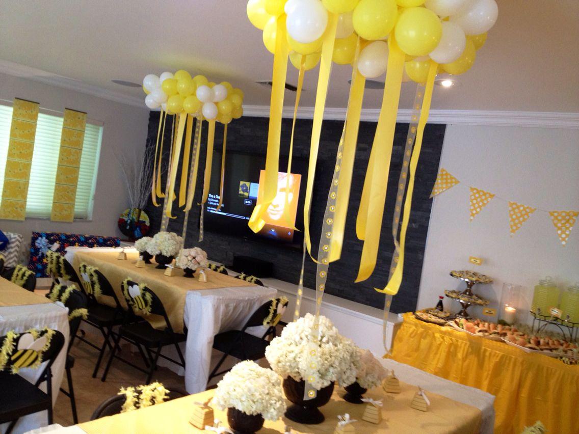 Las mesas y sus chandelier de globos