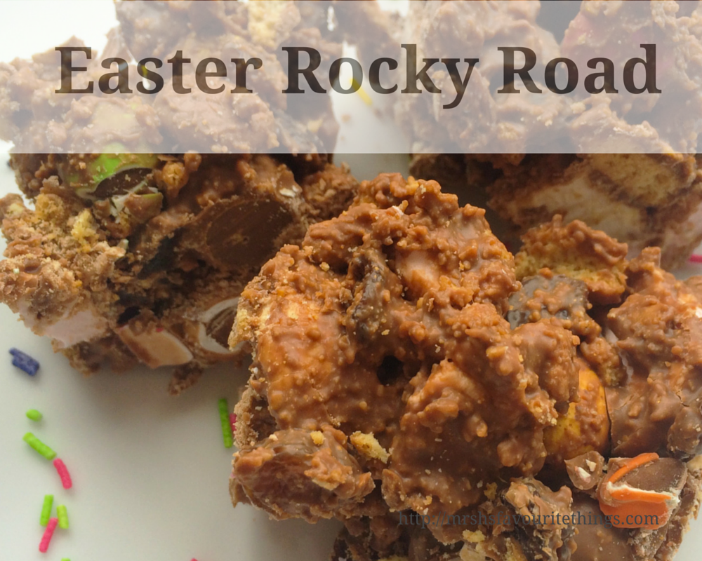 This Easter Rocky Road recipe is perfect to whip up as a last minute sweet treat on Easter Sunday. And is a great way to use up all those Easter eggs. This Rocky Road includes mini-marshmallows, mini eggs, Galaxy golden eggs, smarties, sultanas and digestive biscuit all smoothered in milk chocolate.