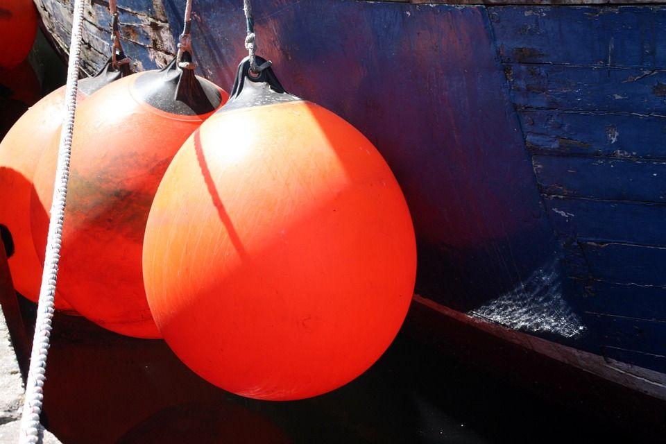 Orange, Bøje, Skib