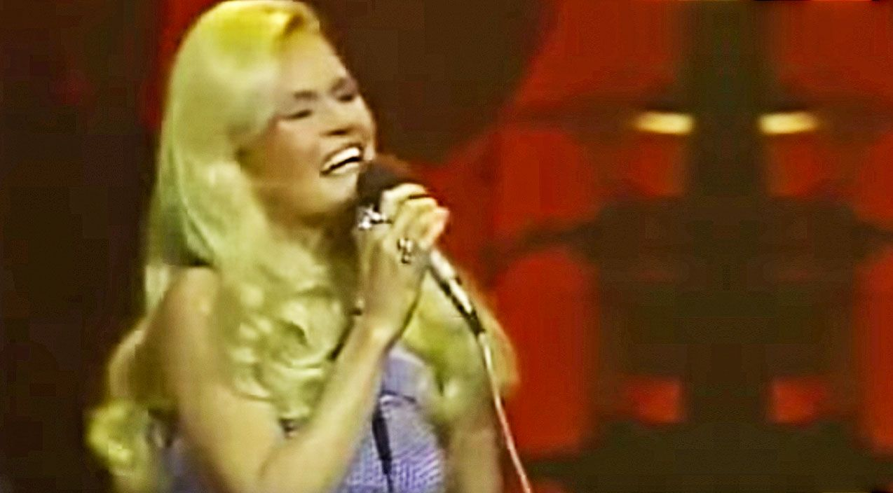 Lynn Anderson\'s Spine-Tingling 1971 \'Rose Garden\' Performance Will ...
