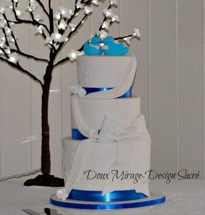 Gâteau De Mariage Blanc Bleu Royal Avec Impression Stencil