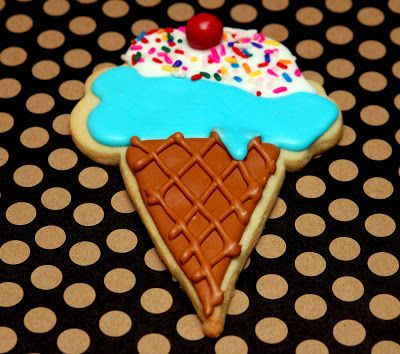 Hugs & CookiesXOXO: ICE CREAM CONE SUGAR COOKIES....PHOTO TUTORIAL! Great for an ice cream party souvenir