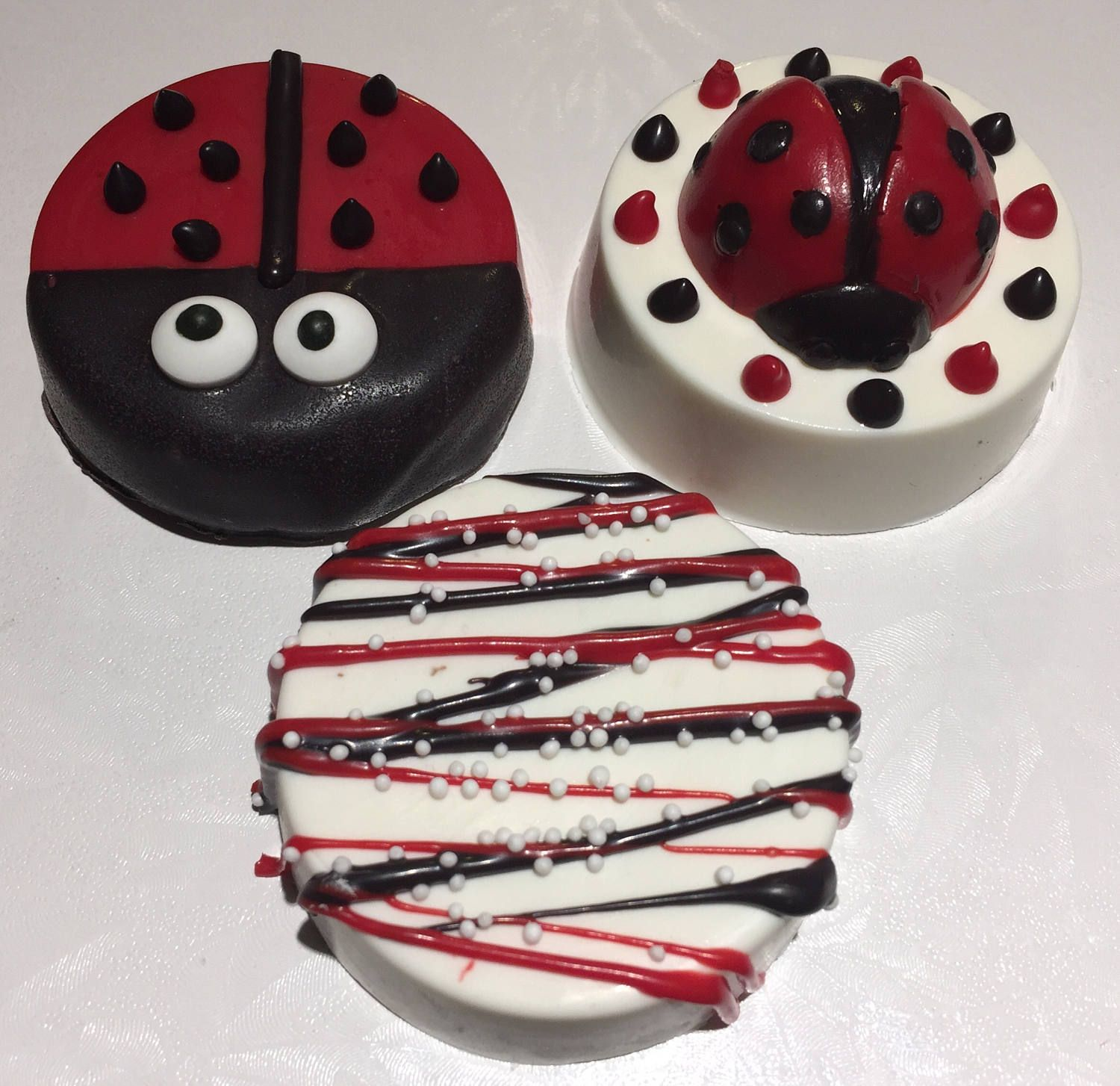 LADYBUG CHOCOLATE Covered OREOS®/12 Count/Ladybug Birthday/Baby Shower Favor/Girl's Birthday/Ladybug Lover/Insects & Bugs/ by XOXOChocolatesShoppe on Etsy