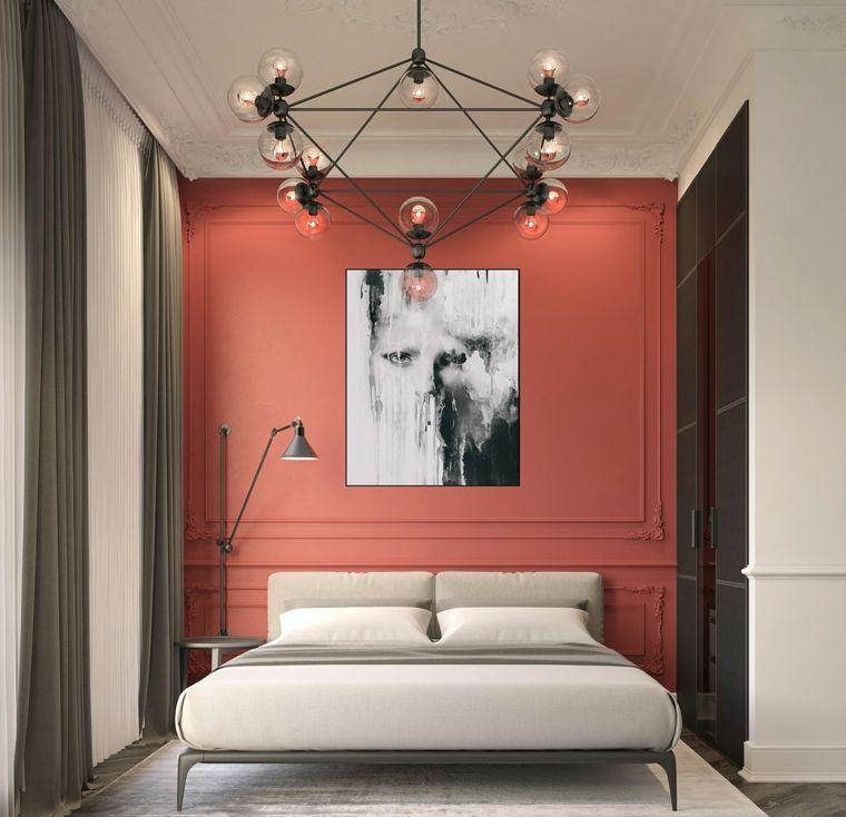 Photo of Arredare camera da letto piccola, parete dipinta di rosso, lampadario con sfere …