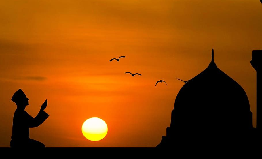 Silhouette Of Man Praying With Sunset Background Islamic Prayer Hd Wallpaper Doa Latar Belakang Islam