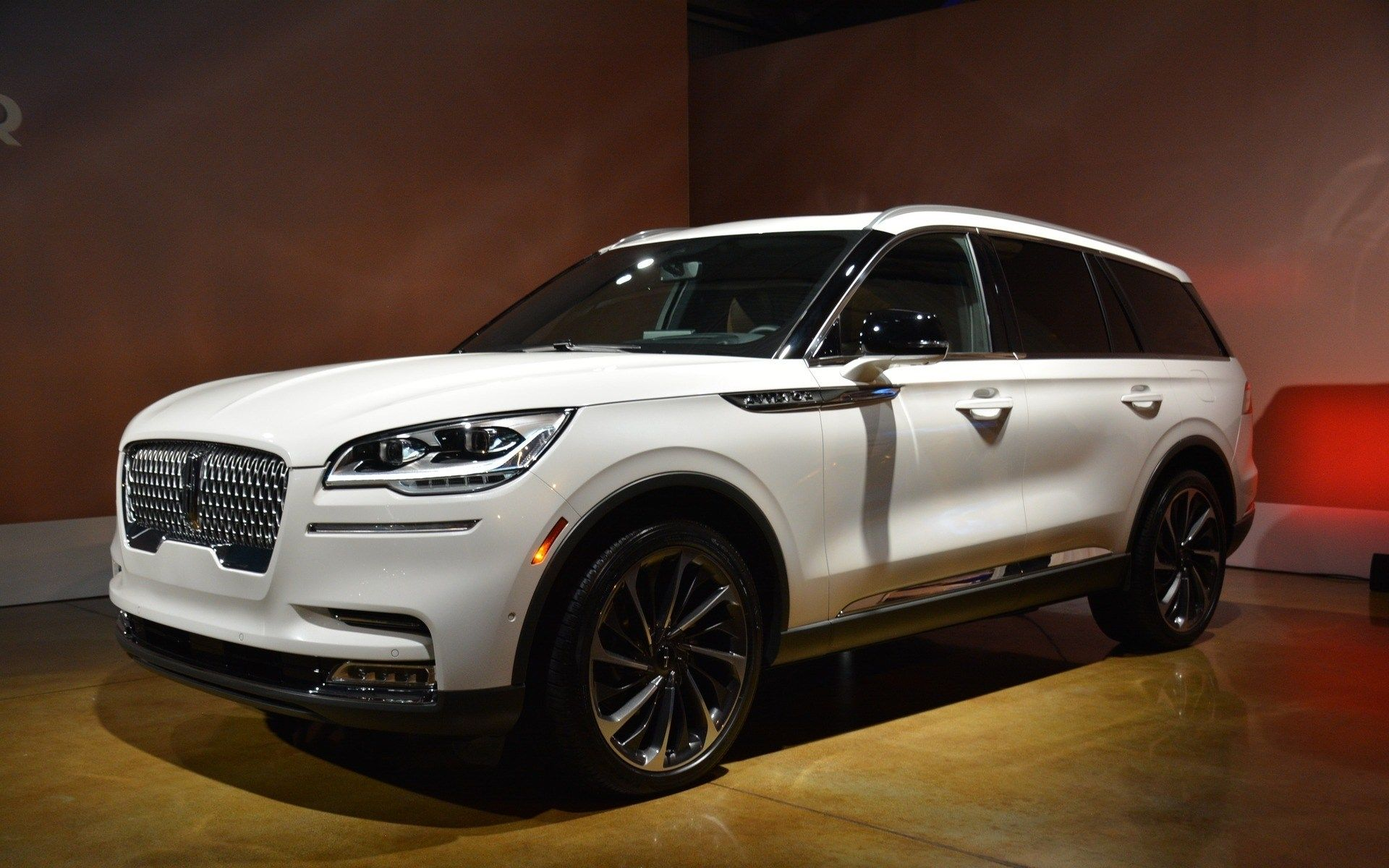 2020 lincoln aviator vs volvo xc90 body styles  lincoln