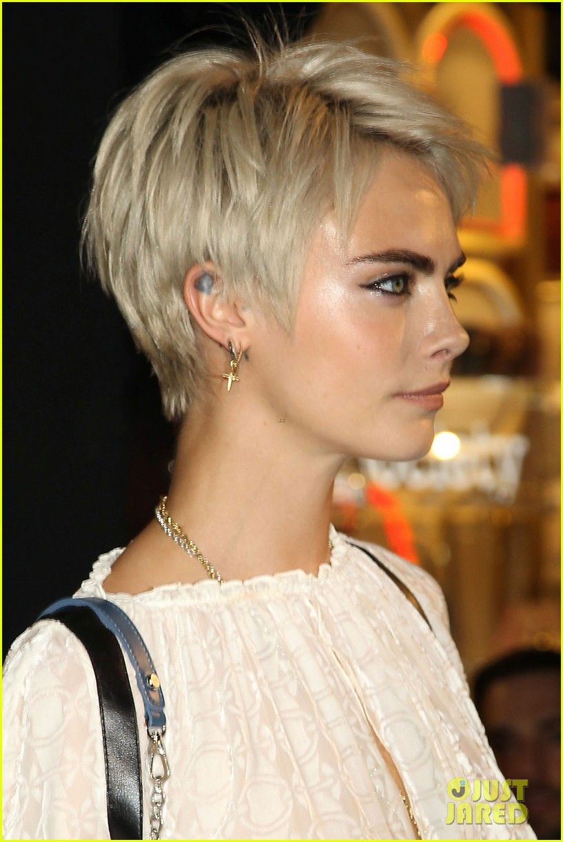 Cara Delevingne At The Longchamp Event Nyc Short Blonde Hair Short Hair Styles Short Hair Haircuts