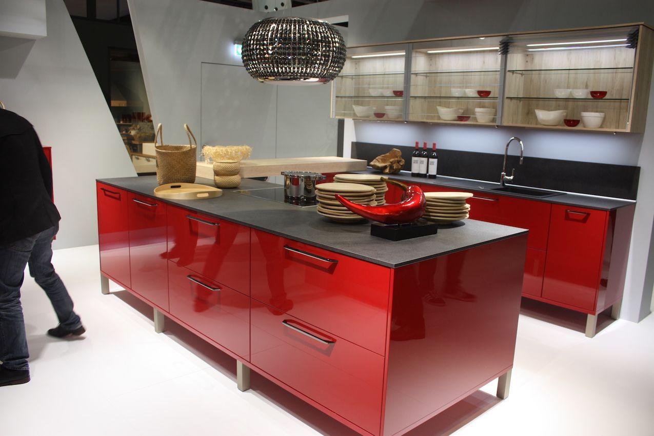 Nobilia Soapstone Countertops For Red Kitchen Mit Bildern Arbeitsplatte Innenarchitektur Kuche Kuchen Layouts