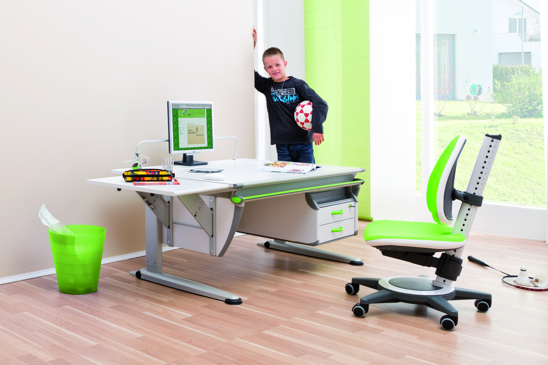 moll Booster ergonomic study table with a Quicktop extension and the Maximo chair