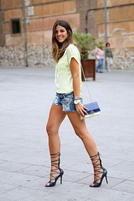 trendy_taste-look-outfit-street_style-ootd-blog-blogger-fashion_spain-moda_españa-yellow_blouse-camisa_amarilla-denim_shorts-shorts_vaqueros...