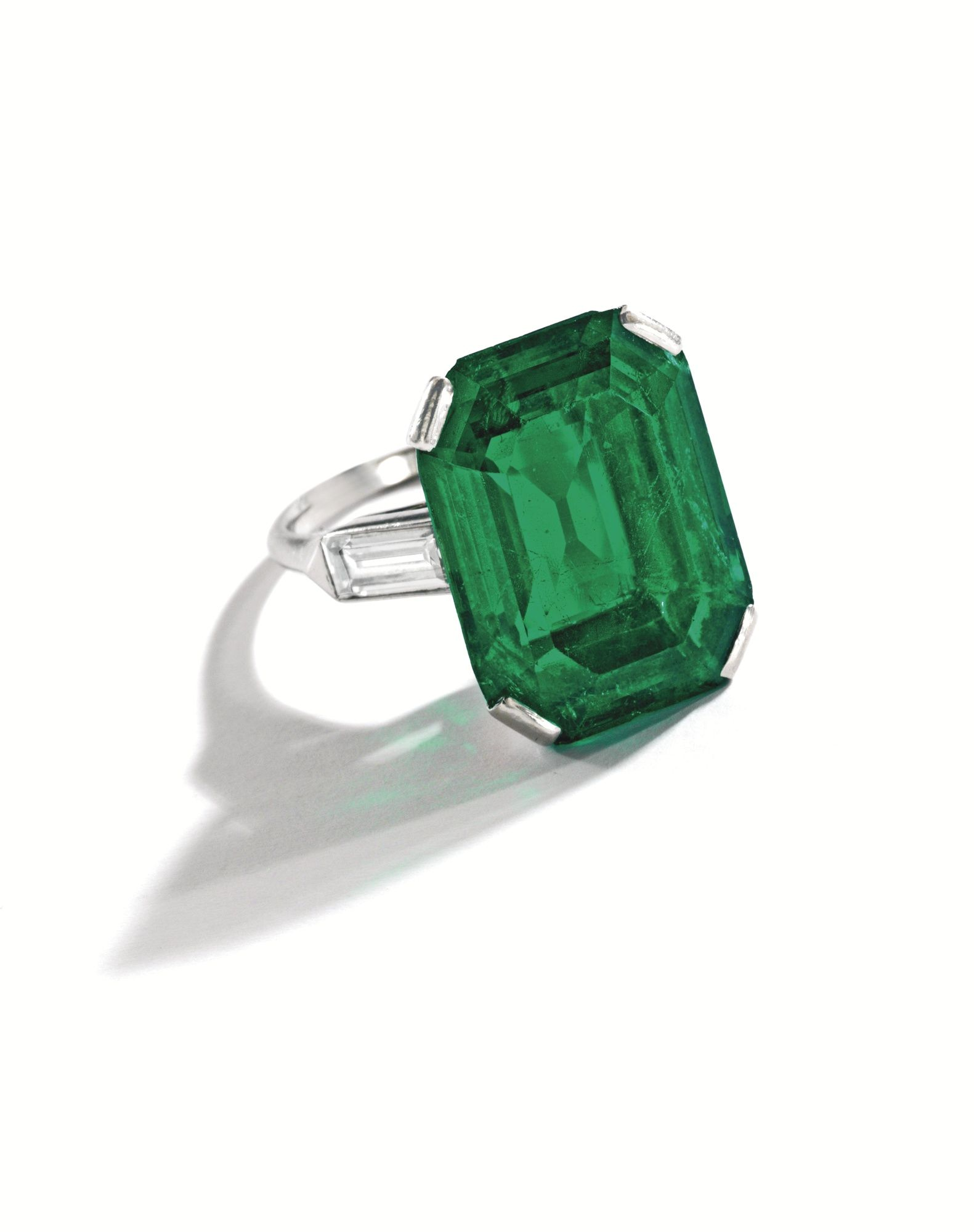 diamond and by cut weighing centered pin ring an emerald approximately platinum