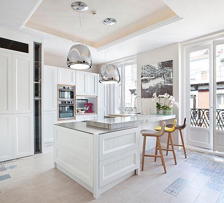 Mira que nos gustan las cocinas blancas. ya sean clásicas ...