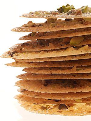 Pistachio Lace Cookies - masa pincelada sobre los choux (pre-coccion) para darle crujiente