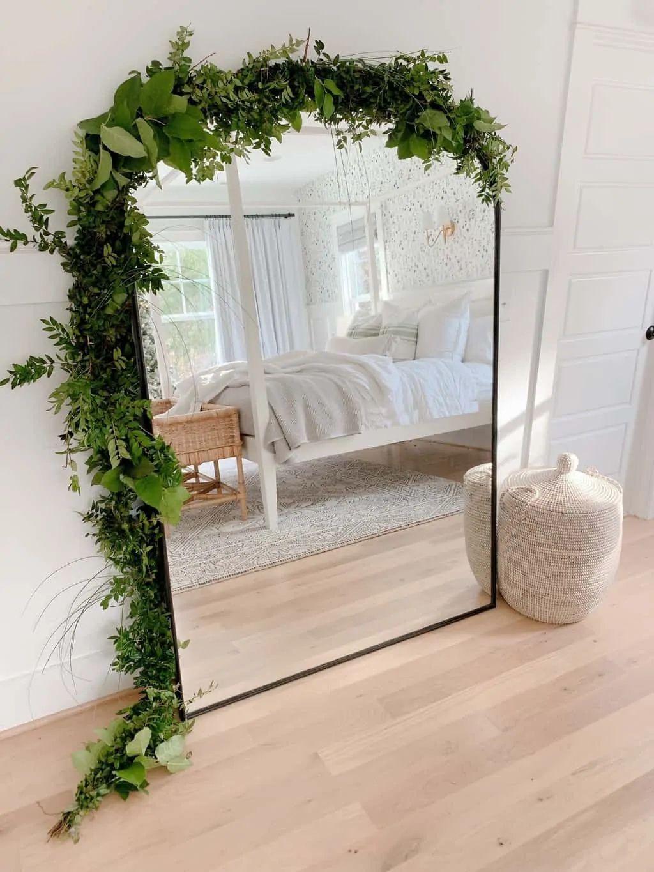 Christmas Bedroom Decor: Green + White