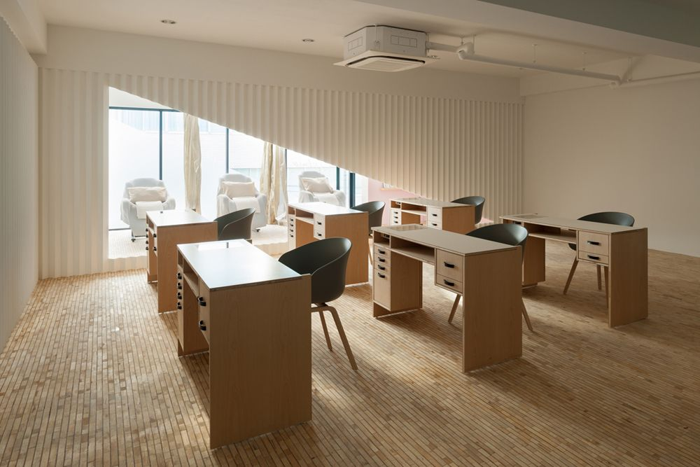 Kolmio+LIM Nail Salon by Yusuke Seki in Japan | Nail salons, Office ...