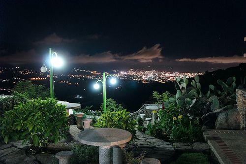 frió de la noche... imagen tomada vía la laguna, sector el pedregal municipio guasimos palmira al fondo la ciudad de San Cristobal Estado Tachira. Venezuela