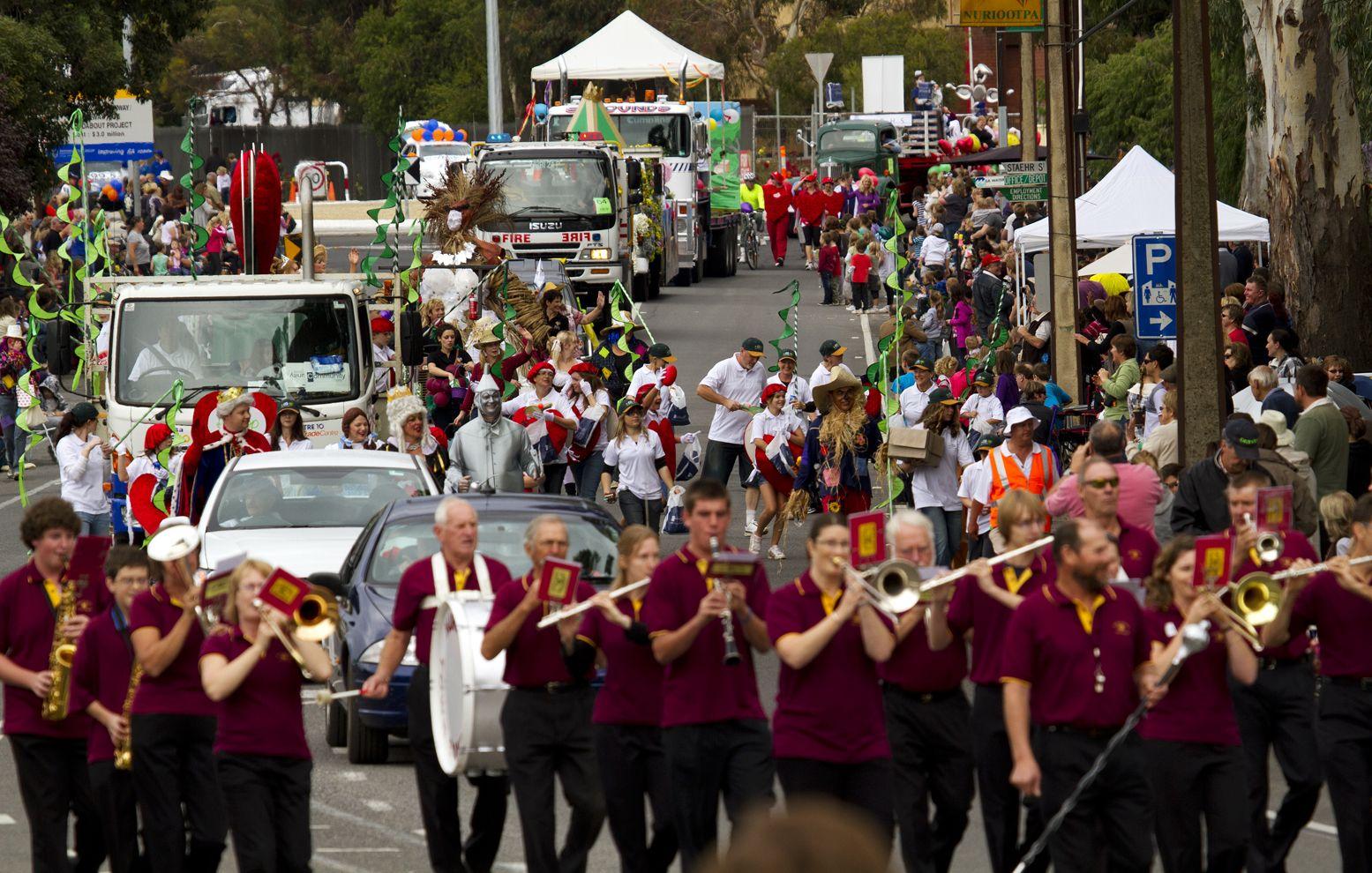 festival parade vintage barossa