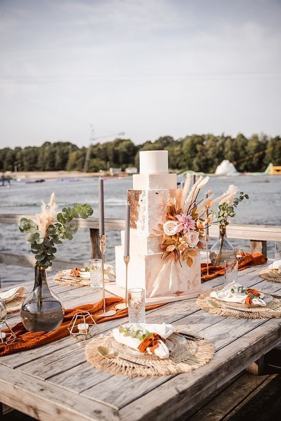 Boho Strandhochzeit - heiraten mit den Füßen im Sa