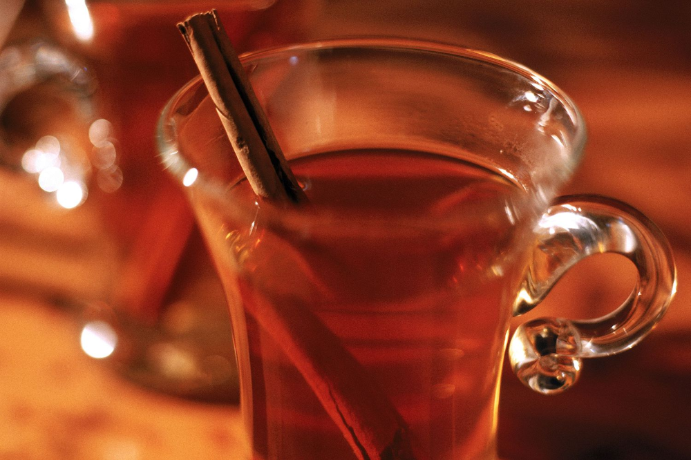 Here's a Warm Bourbon and Cider Drink for Pittsburgh Steelers Fans