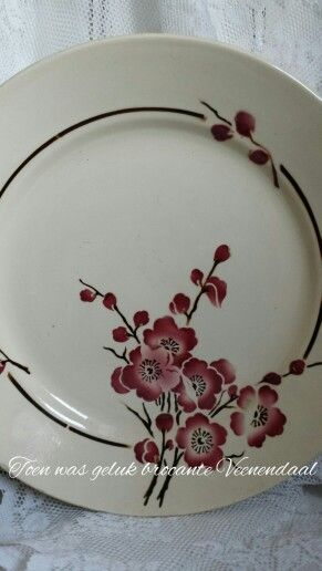 French plate red flowers St. Amand Toen was geluk brocante Veenendaal