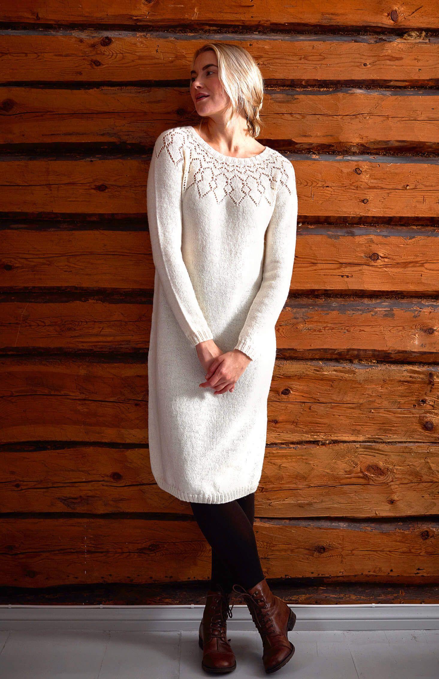 Photo of Top-Down Damenkleid mit Ajourmuster – kostenlose Strickanleitung