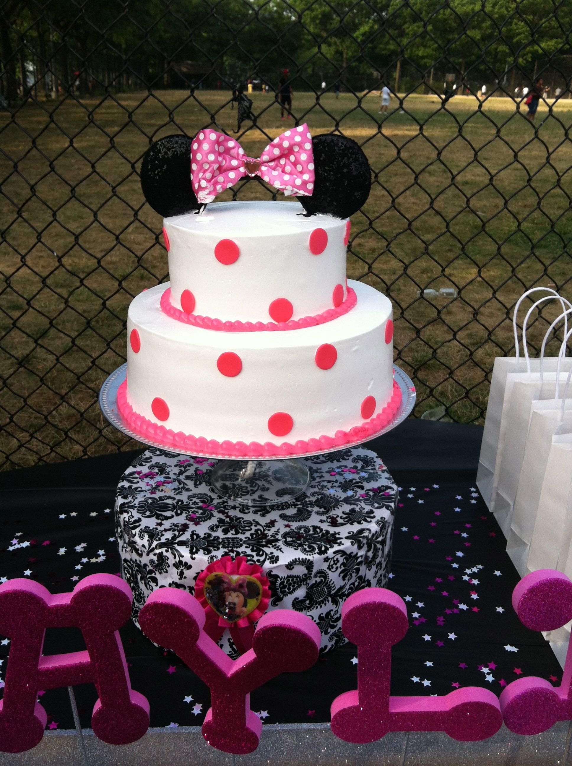 Pin By Marlene Rojas On Kid S Parties Minnie Mouse Cake Topper Minnie Mouse Cake Decorations Cake Decorating