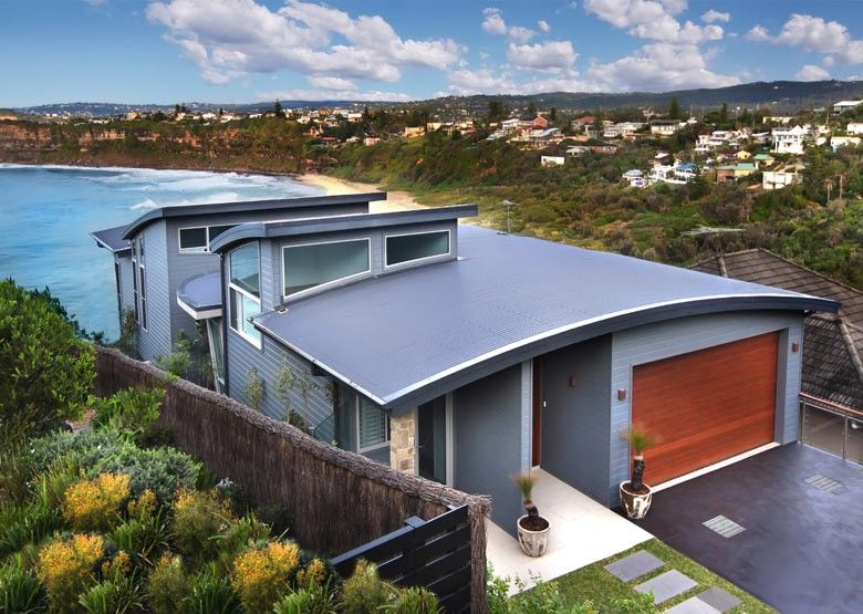 The Wallich House Located In Newport Nsw Uses Roofing Made From Colorbond Ultra Steel Roof Design Modern House Design Modern Beach House
